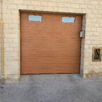 Puerta seccional automatica.