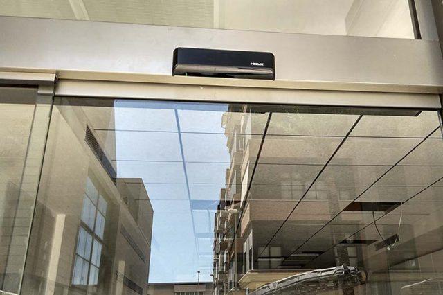 Puerta automática  en Asesoría de Catarroja-Valencia (Spain)