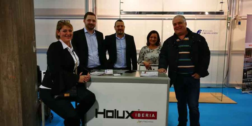 Holux Iberia presente en laPrimera Convención Nacional de Instaladores de Puertas Automáticas que se celebra en Valencia